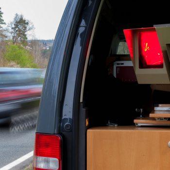 Blitzer im Auto verbaut - Bußgeldverfahren aktuell erklärt